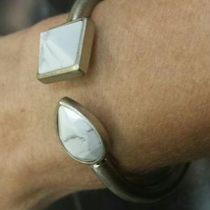 Bracelet with white marble stones