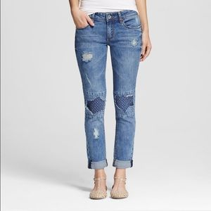 Women mid rise destructed skinny jeans