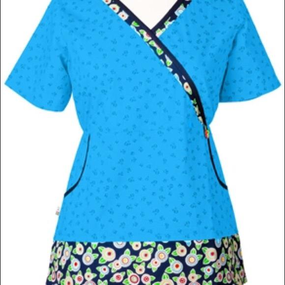 3e8f0bd661e Mary Engelbreit scrub top - size medium. M_575372c73c6f9f4668010790