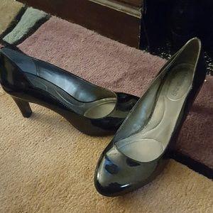 size 8.5 black heels, never worn