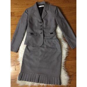 • TAHARI petite skirt suit size 2P •