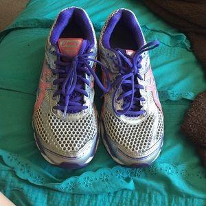 ASIC tennis shoes, gel bottom.