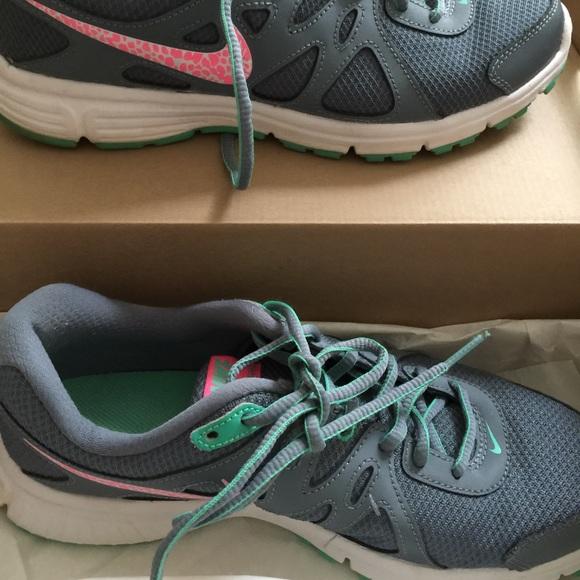 the best attitude e8369 09124 Women s Nike revolution 2 grey   pink shoes size 8.  M 57549849ea3f369fad00e622