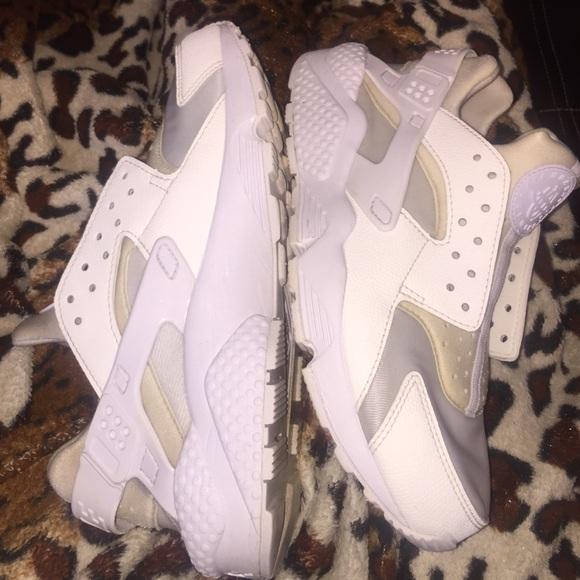 le scarpe nike tutte le donne bianche huaraches poshmark