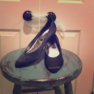 J. Renee Shoes - 👠BLACK SATIN PUMPS