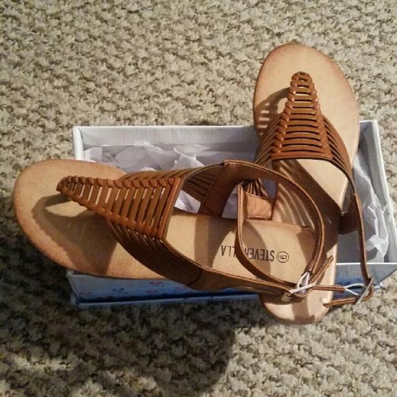 4725a96598785 Brown weave flat sandals. NWT. steven ella