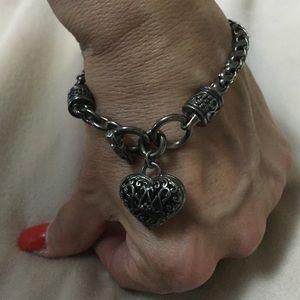 Jewelry - Heart charm toggle bracelet. Bronze tone.
