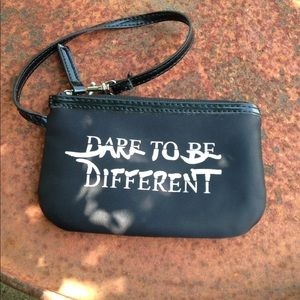 Handbags - 🎉🎉FINAL SALE🎉🎈Dare To Be Different Wristlet