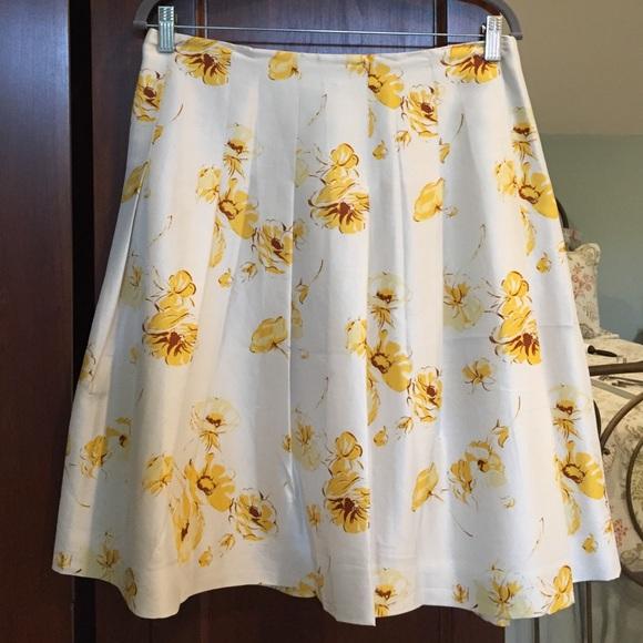 a1d73785ad Banana Republic Dresses & Skirts - BANANA REPUBLIC SILK YELLOW FLORAL  PLEATED SKIRT 8