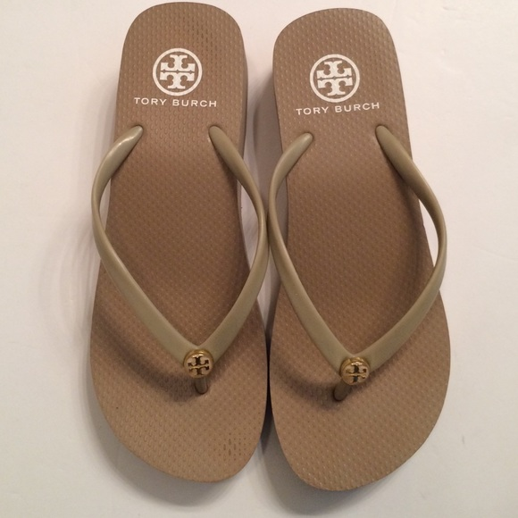 d989712c5efa4e ️Amazing Tory Burch Sandals