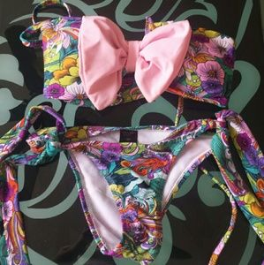 Cute bow bikini with cheeky bottoms