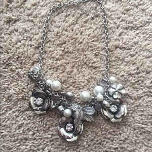 Jewelry - Silver necklace with rhinestones