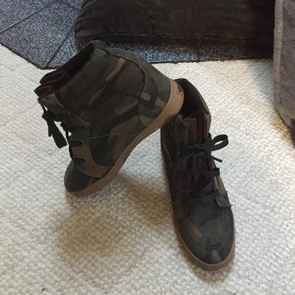 9082ed17407a VANS camo hidden wedge hi top sneaker SZ 8.5. M 5756052c4e8d17c2ff002703