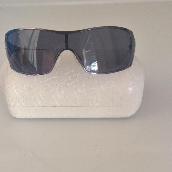 313fb3fa620 Oakley Dart Women s Sunglasses (Black Chrome Gray).  M 5756148a2de5128007004127