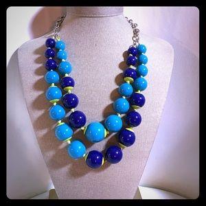 Jewelry - Beautiful beaded blue necklace