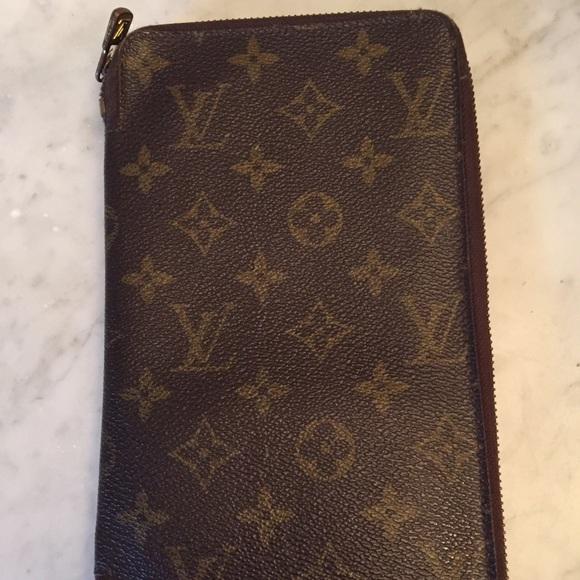a124b5f06f1 Louis Vuitton Handbags - Vintage Louis Vuitton Travel Wallet