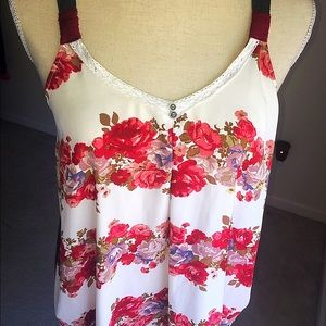 Tops - Excellent Beautiful floral Top!!