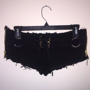 Pants - Black Jean shorts with side zipper and lace front