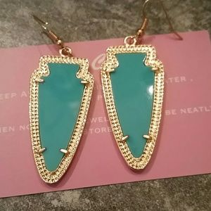 SALE! Earring and matching necklace Set NWT!!