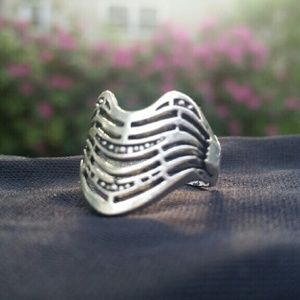 Jewelry - NWOT Tibetan Silver Wave Ring