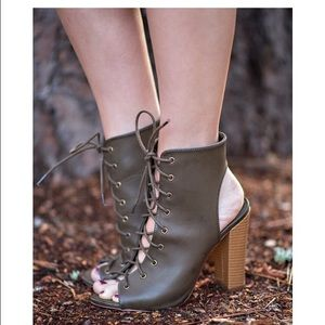 Shoes - Open toe lace up heels