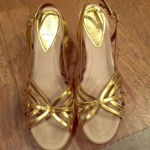 Beautiful FENDI gold and straw weave sandals