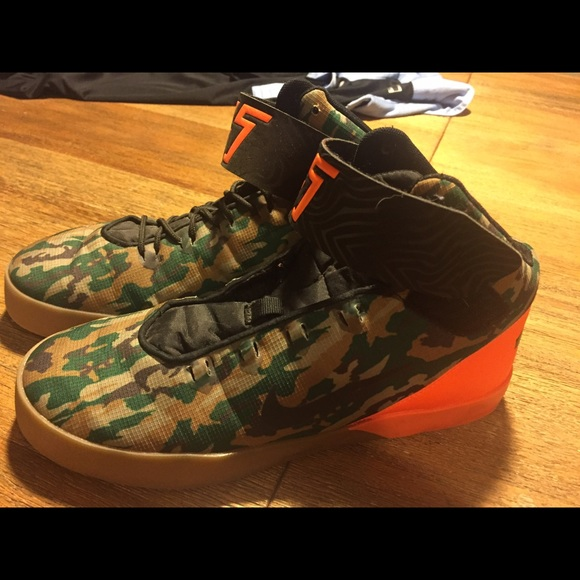 2e342510ca9 Nike KD boys camo high top shoes 7. M 5758e5456a58306b43008488