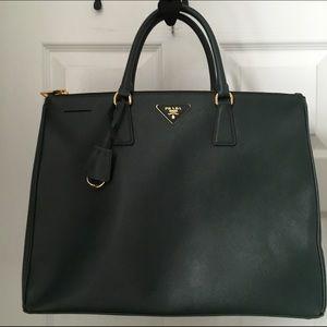 Prada Handbags - 🎉FLASH SALE 💯% Authentic NWT Prada Saffiano Lux