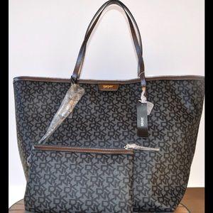DKNY Handbags - DKNY TOTE BAG HANDBAG WRISTLET 2  piece set