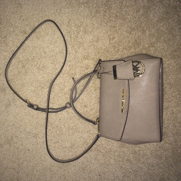 Michael Kors Ava Extra Small Leather Crossbody. M 5759a866f739bcc689006582 d6b1bb0e13ad0