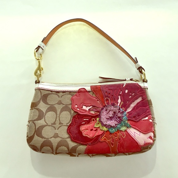 Coach Handbags - Coach Poppy pochette signature fabric flower purse