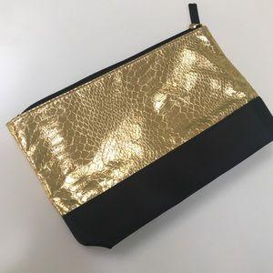 Handbags - 🎀 Gold Snake Skin Makeup Bag