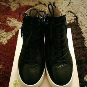 Banana Republic Shoes - Banana Republic Sneaker