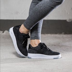 Nike Air Force 1 Flyknit Low Sneakers