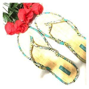 Shoes - 🆕Arrival5⃣0⃣% off Vera bradley sandals 😍