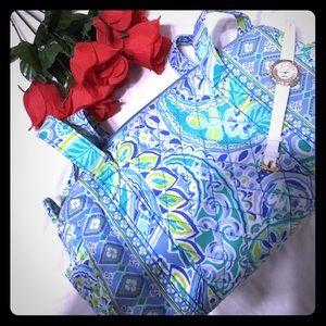 Handbags - 🆕Arrival 5⃣0⃣% off Floral shoulder bag .