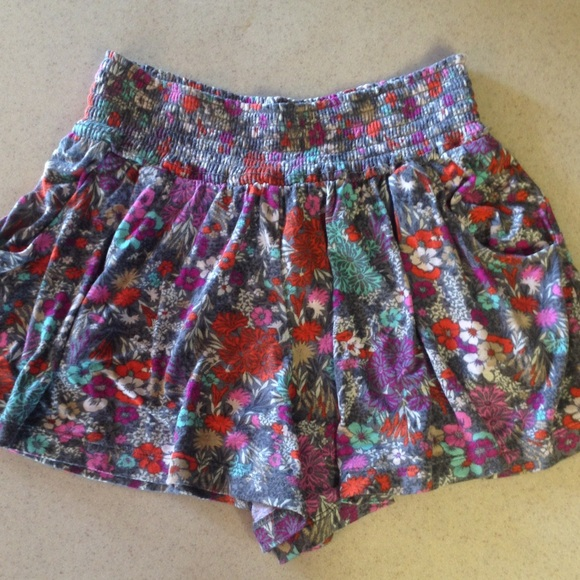 Mossimo Supply Co. - Floral flowy summer shorts from Havalah's ...