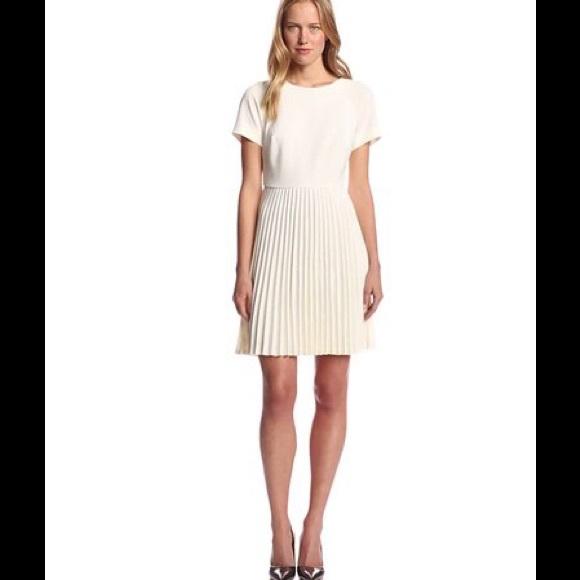 3b8d50e7f2d Trina Turk Estrella Crepe Pleated Dress. M 575af70d4e8d17b893005e7b