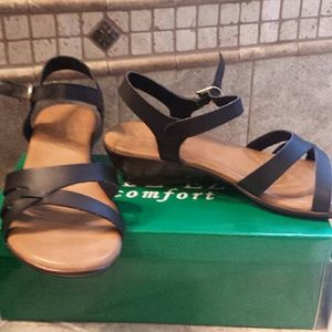 jade eze Shoes - Brand New in box comfort sandsls