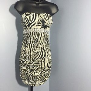 Boutique Dresses & Skirts - 🆕Animal print ruched dress
