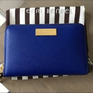 Henri Bendel leather Wallet Wristlet