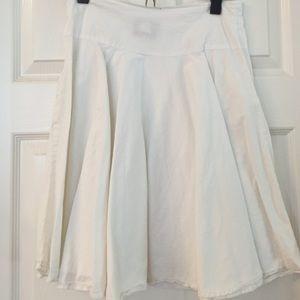 Dresses & Skirts - Knee length skirt w pockets