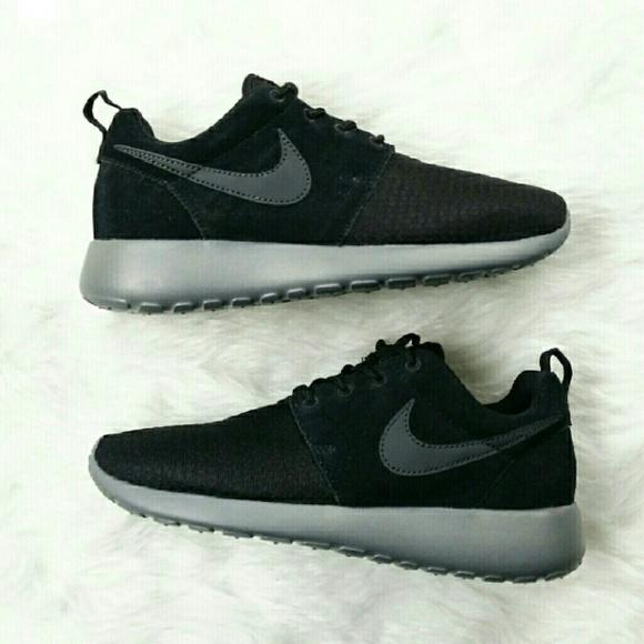 745c71fd9f48 Nike Roshe Run Winter Grey Black Kim Kardashian