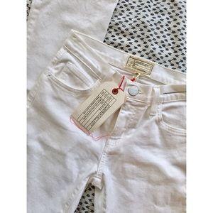 Current/Elliott Denim - SALE! 💐 Current/Elliott White Slim Straight Jeans