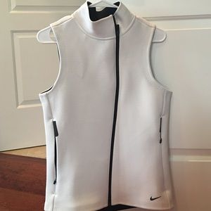 Nike therma fit vest