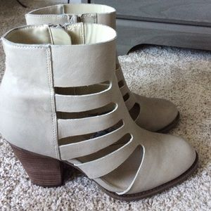 Shoemint offwhite boots