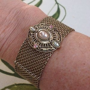 Jewelmint Jewelry - Vintage-inspired delicate mesh cuff