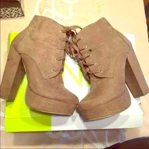 Forever 21 Tan Faux Suede Lace Up Booties Sz 7