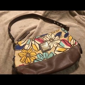 "Relic Handbags - 🎉SALE!🎉Retro ""Relic"" Purse"