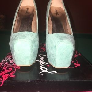 Qupid mint suede platform heels